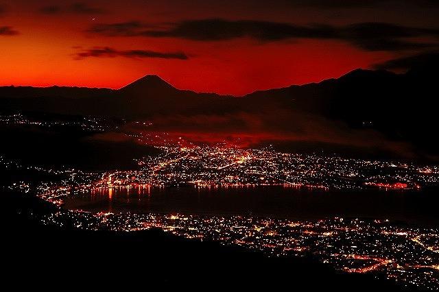 夜景の綺麗な嵩ボッチ高原の様子