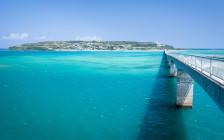沖縄の本島から気軽なドライブで到着「美しい海を渡る古宇利大橋」