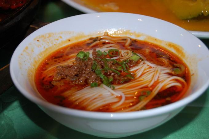 1024px-Dan-dan_noodles,_Shanghai