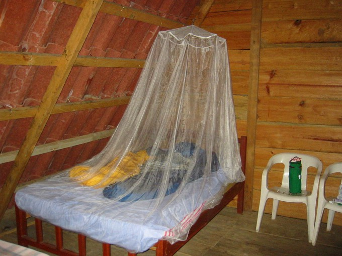 1024px-Mosquito_Netting