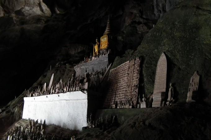 1024px-Pak_Ou_Caves_laos_ラオス・パークウー洞窟_DSCF7435