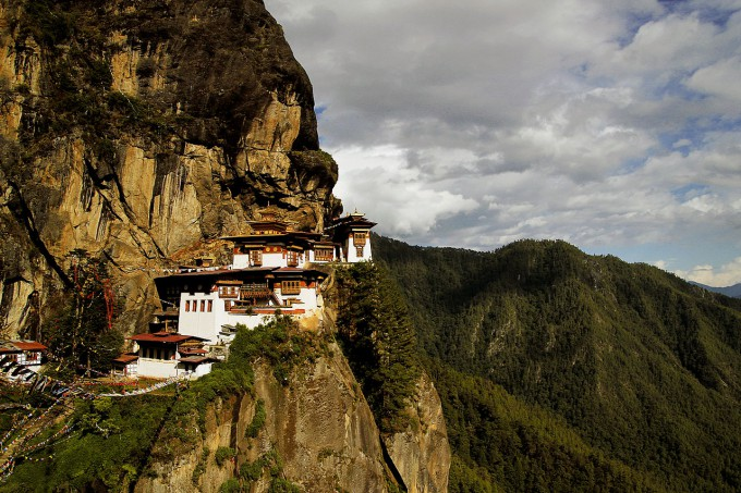 1280px-The_Tiger's_Nest_(_Paro_Taktsang_)