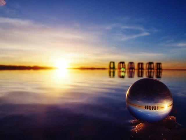 水晶に映るウユニ塩湖