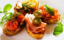 スペインで食べ逃せない9種の「タパス」