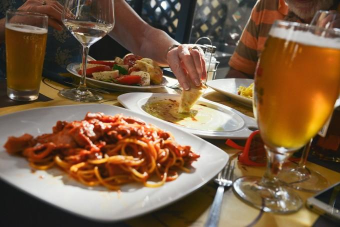 dinner-601576_1280