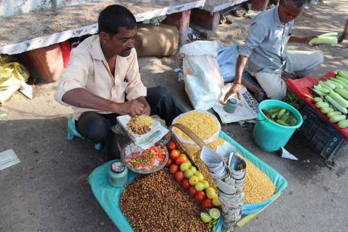 """インドでお腹を下した僕が""""究極のカレー""""を見つけた町「リシケシ」"""