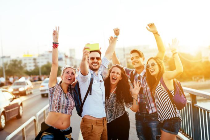 20代前半、20代後半などの年齢を英語で伝える表現25選