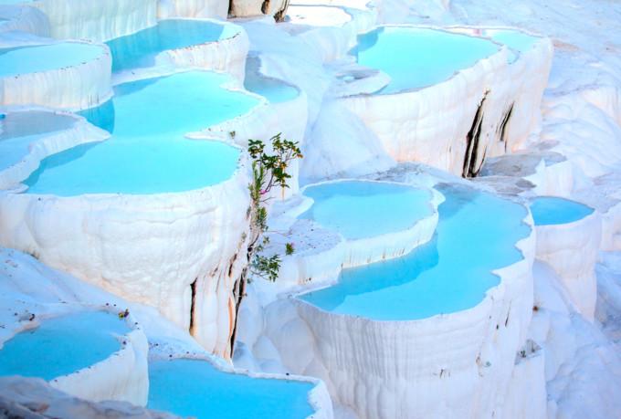 綿の宮殿が生み出す神秘の世界!トルコの絶景名所「パムッカレ」