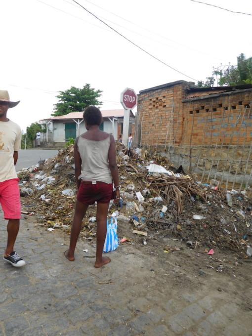1日2ドル以下で生活するマダガスカル。物売りにお金を払うのは正しいのか、僕が出した答えは