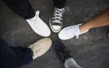 海外旅行で使いやすい!男性におすすめの靴10選