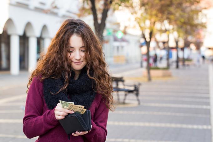 海外旅行好きの女性におすすめの財布10選