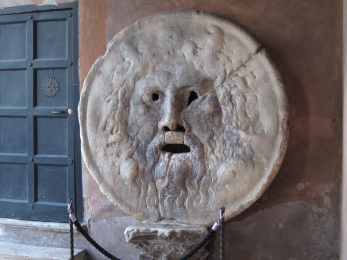 ローマ時代の嘘発見器!真実の口