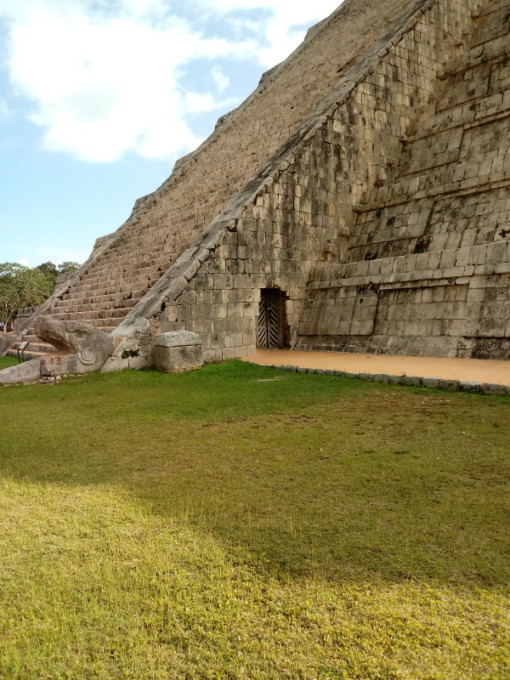新世界七不思議の1つ…謎に包まれたマヤ文明の遺跡「チェチェンイッツァ」へ