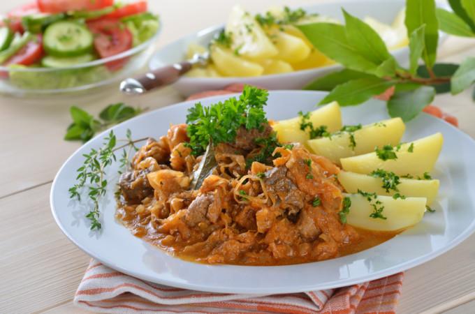 ハンガリーの代表的な料理とスイーツ15選
