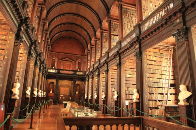 世界で最も美しい本を見よう!「トリニティ・カレッジ図書館」に混雑を避けて行く方法