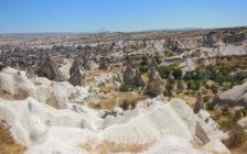 自然が作り出した幻想的な奇石の町、カッパドキアをレンタサイクルで巡る旅