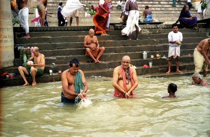 ヒンドゥー教徒歓喜!ガンジス河の水がお家に届くサービスが始まるらしい
