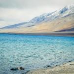 世界で最も高い塩湖「パンゴン湖」乾いた土地に広がる絶景