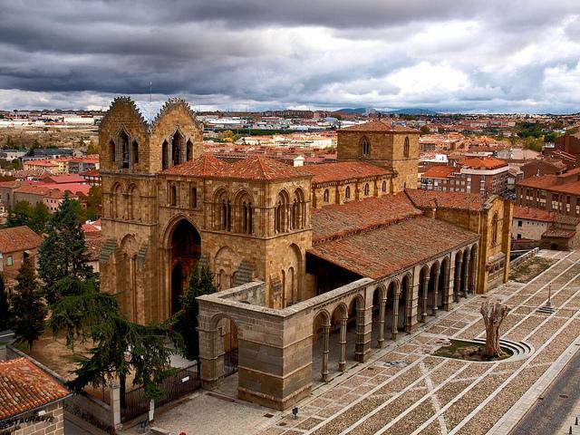 アビラの旧市街と塁壁の外の教会群