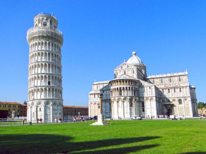 ローマから日帰りでも行けるピサ
