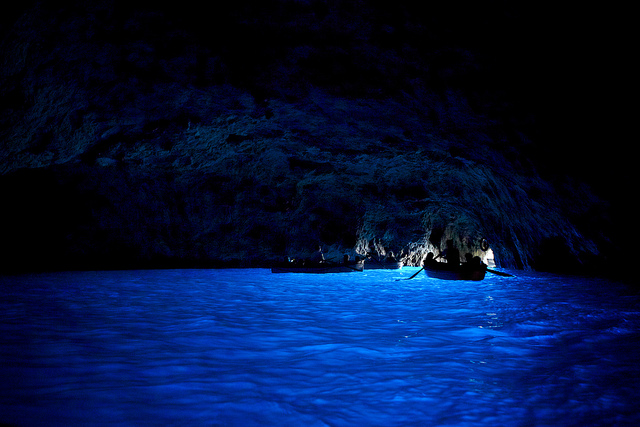 カプリ島の「青の洞窟」