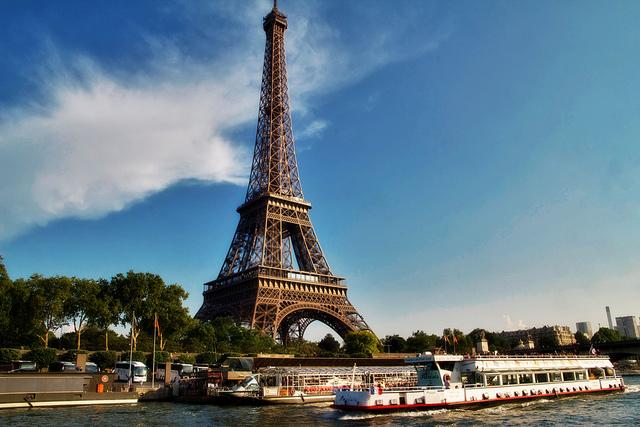 パリのセーヌ河岸の画像 p1_19