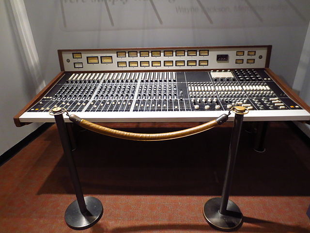 Ardent_Studio_24ch_mixing_board,_exhibited_at_Memphis_Rock_N'_Soul_Museum