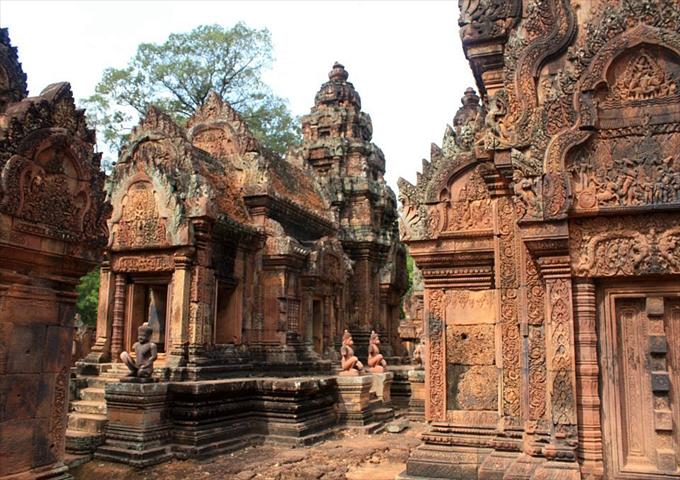 Banteay_Srei_Cambodia_R