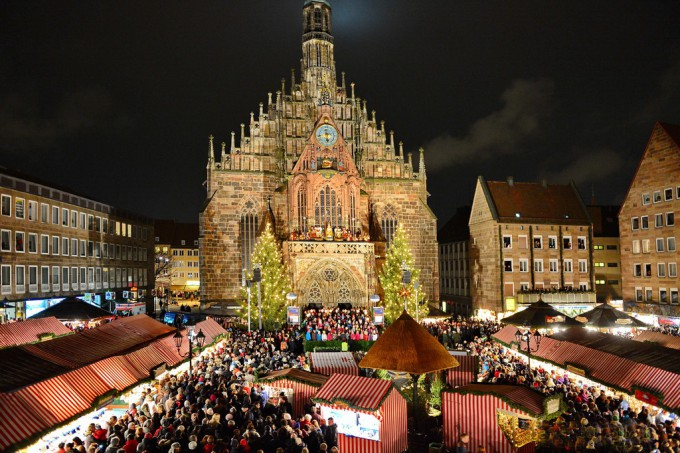 Christkindlesmarkt-Nuremberg-Germany-by-night
