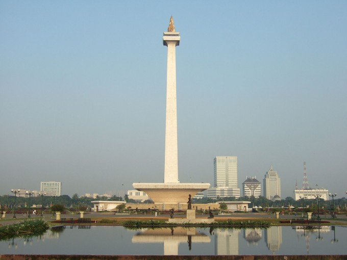 Monas_view_from_Gambir_Bus_Terminal