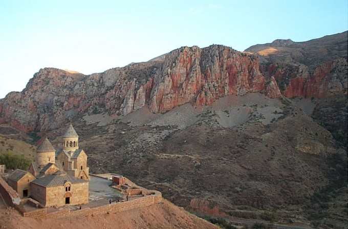Noravank_with_cliffs-DCP_0186