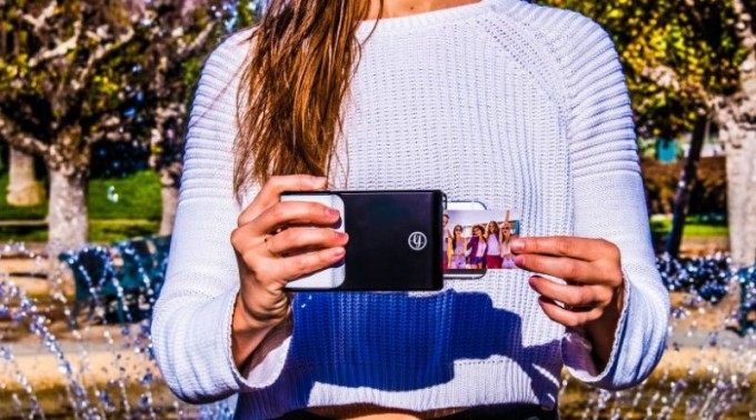 Prynt-lifestyle-photo-cover-case-printing-smartphone-device-mobile-gadget-woman-holding-photography