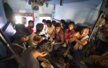 インドで超満員の鉄道を快適に楽しむ方法とは
