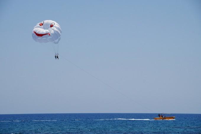 parasailing-825556_960_720