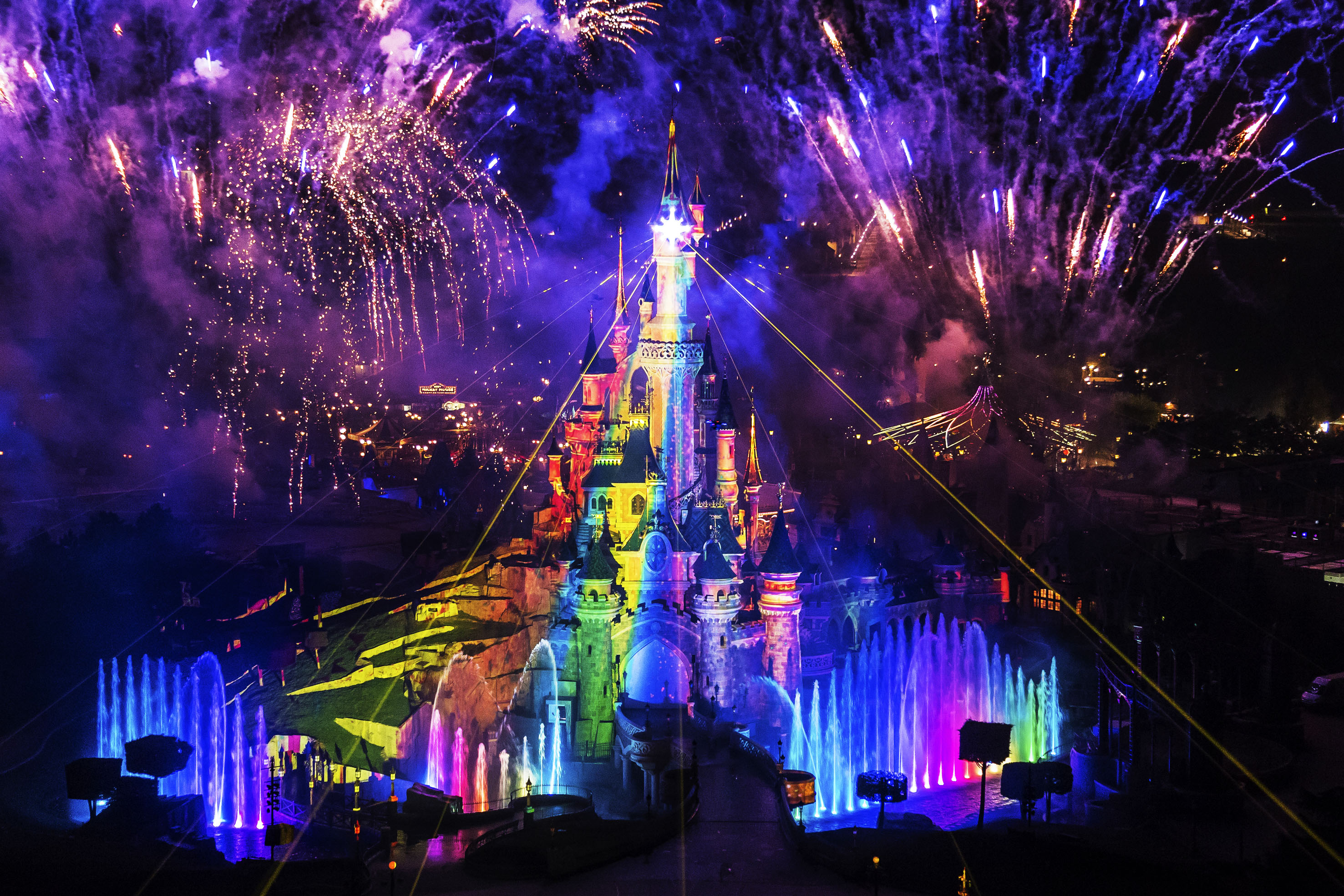 さあ、夢の国へ!世界のディズニーランド全6ヶ所をとことんご紹介!