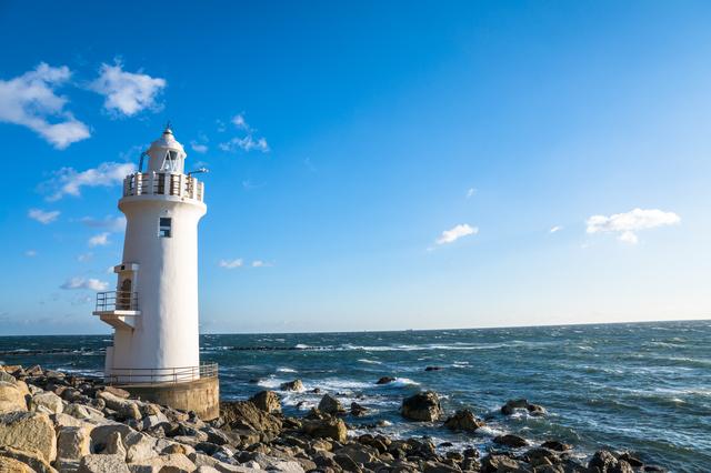 青と白の絶景に心洗われる…日本国内にある美しい灯台7選