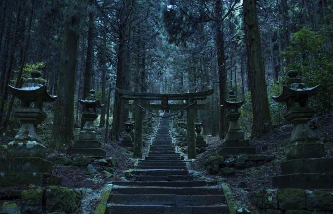 幻想的な上色見熊野座神社