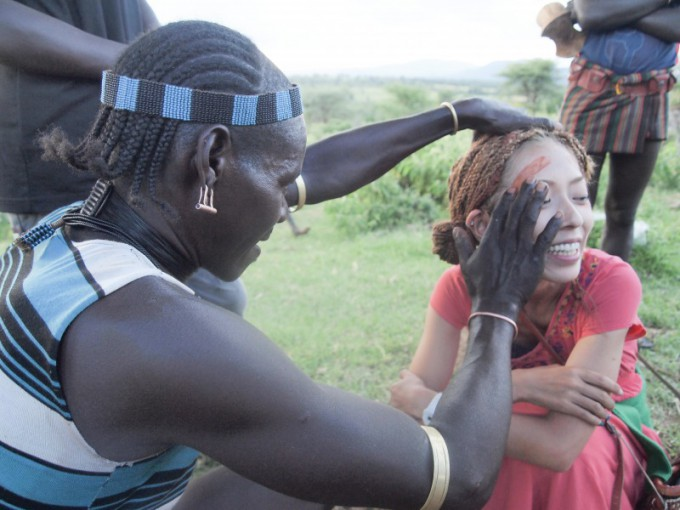 s_↑★09★エチオピアで顔にペイントしてもらいました。本来は結婚する男性にするものらしい。 (1)