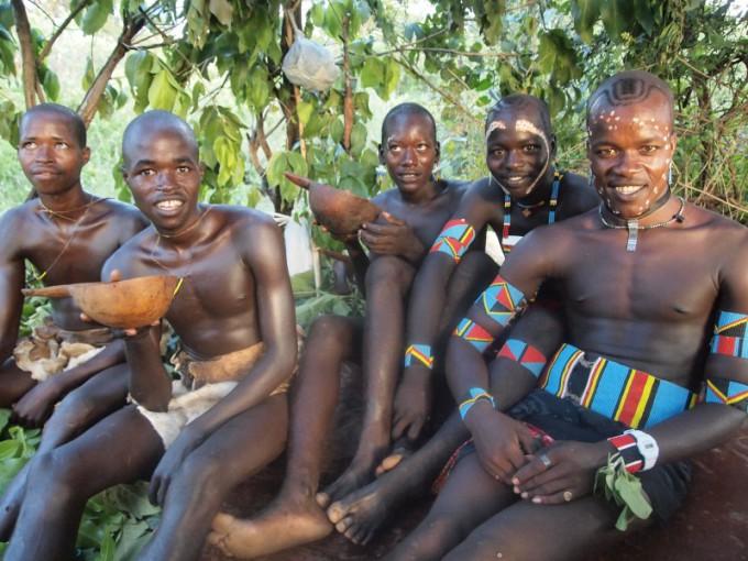 s_↑★10★(候補1)バンナ族。腕時計のバンドをペンダントヘッドにしてる。 (1)