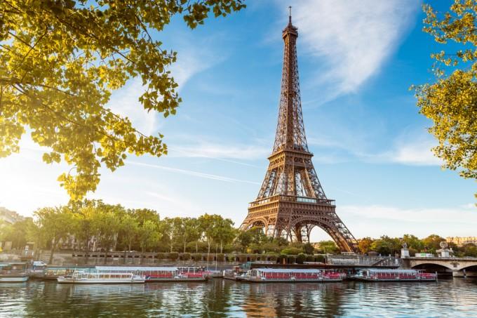 パリの「エッフェル搭」に泊まれちゃう!航空券・宿泊付のキャンペーンが6月5日まで開催中