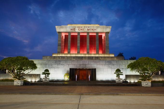 ベトナムの偉大な革命家が眠る「ホーチミン廟」