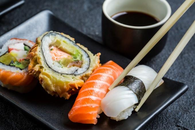 日本人なら、お寿司にぎれる?