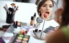 旅行に持っていく最低限の化粧品は?旅好き女子15人の化粧ポーチ事情