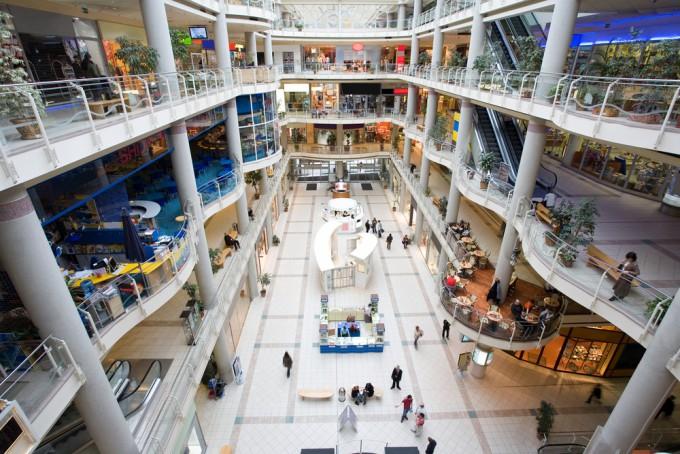美しい現代のショッピング・モール