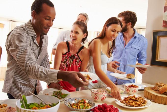 ビジネスの関係で、食事など誘われた時のお断りフレーズ