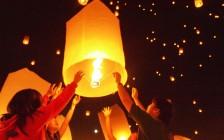コムローイ祭のランターン飛ばし