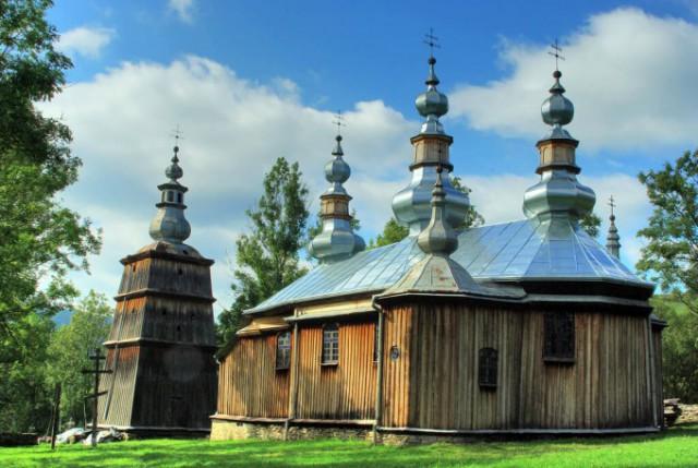 カルパティア地方のポーランドとウクライナ領にある木造聖堂群