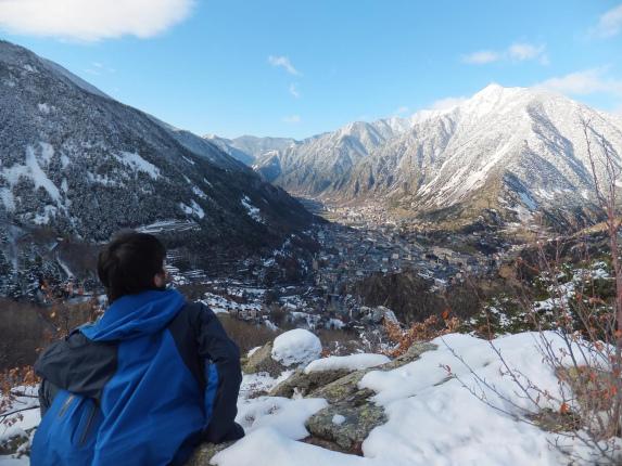 ピレネー山脈にそびえ立つ山岳国家