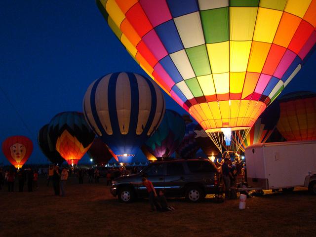 夜の一斉点火イベント「balloon glows」