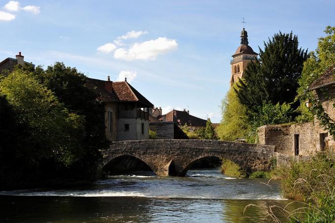 1024px-Pont_des_Capucins,_Arbois_01_10